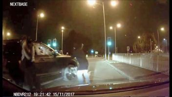 Carjackers were filmed trying unsuccessfully to steal a Bentley in Bury. Pic: GMP