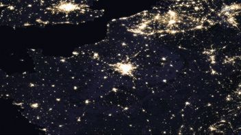 Western Europe at night. Bright lights around London, Paris, Brussels. Pic: NASA