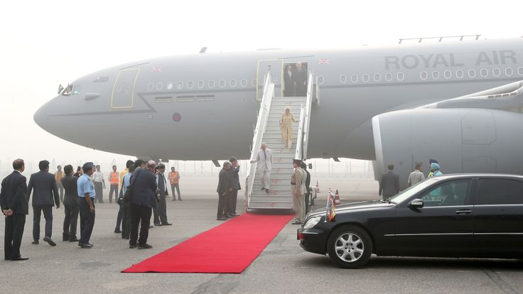 The Royal couple are met by a delegation at Indira Ghandi International Airport