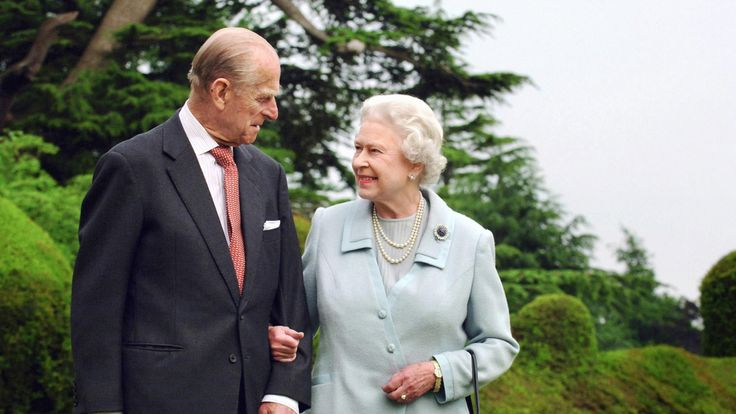 2007: The Queen and the Duke of Edinburgh celebrated their diamond wedding anniversary