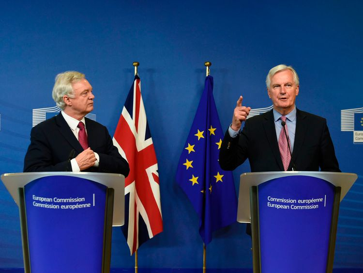 Davis: UK hints at increase in €20bn Brexit offer