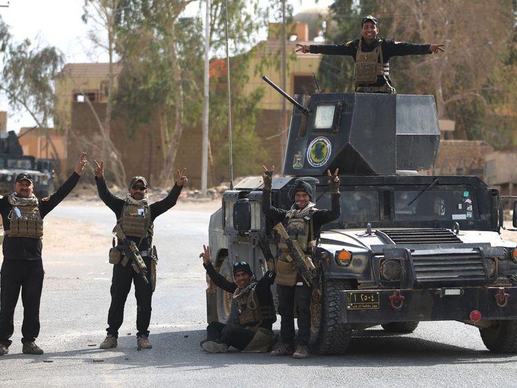 イラク軍はAlbu Kamal国境で勝利の兆しを見せている