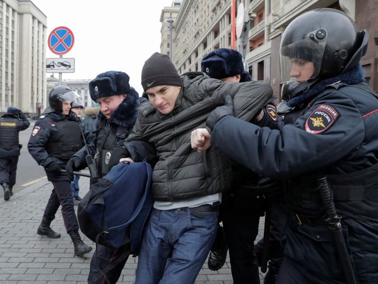 Police officers detain a man, suspected of being an anti-government protester, in the centre of Moscow, Russia November 5, 2017. REUTERS/Tatyana Makeyeva