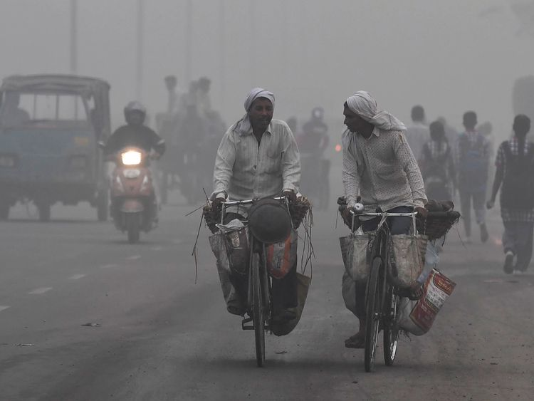 Indian commuters drive amid heavy smog in New Delhi