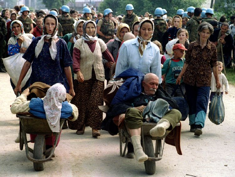 Muslim refugees make their way out of Srebrenica