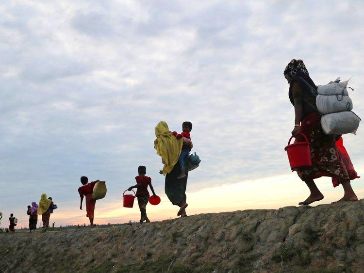 Johnson presses Suu Kyi for Rohingya action