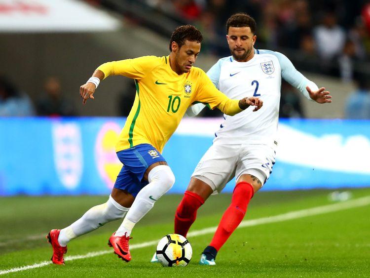 LONDON, ENGLAND - NOVEMBER 14: Neymar Jr of Brazil and Kyle Walker of England battle for possession during the international friendly match between England