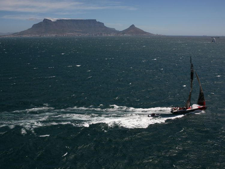 Inport race Cape Town. ABN AMRO ONE won, Movistar 2nd, ABN AMRO TWO, 3rd. Volvo Ocean Race 2005-2006. Capetown, South Africa..Oskar Kihlborg/ Volvo Ocean