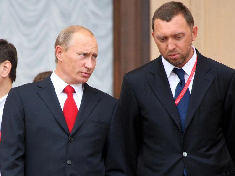 Vladimir Putin (L) with Oleg Deripaska in Sochi in 2008