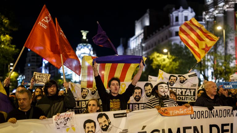 Pro-independence supporters call of the release of jailed separatist MPs