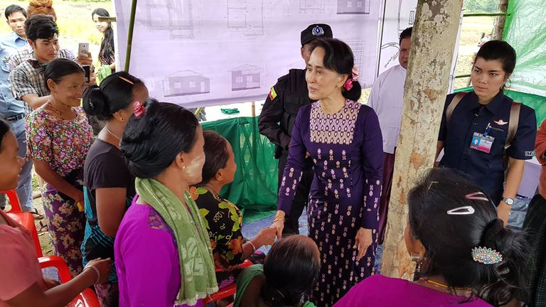 Myanmar State Counselor Aung San Suu Kyi (C) meets with Myo ethnic people in northern Maungdaw, Myanmar's Rakhine State on November 2, 2017