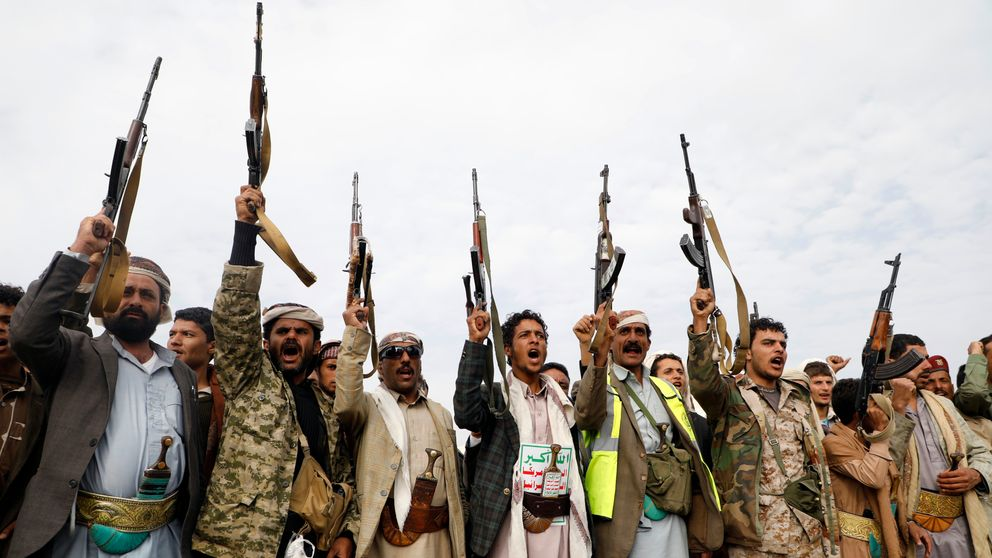 Supporters of the Shiite Houthi movement raise their weapons during a gathering in the capital Sanaa, on August 24, 2017, to mobilize more fighters in the conflict against pro-government forces. /