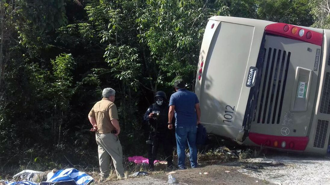12 reported dead as tourist bus crashes in Mexico
