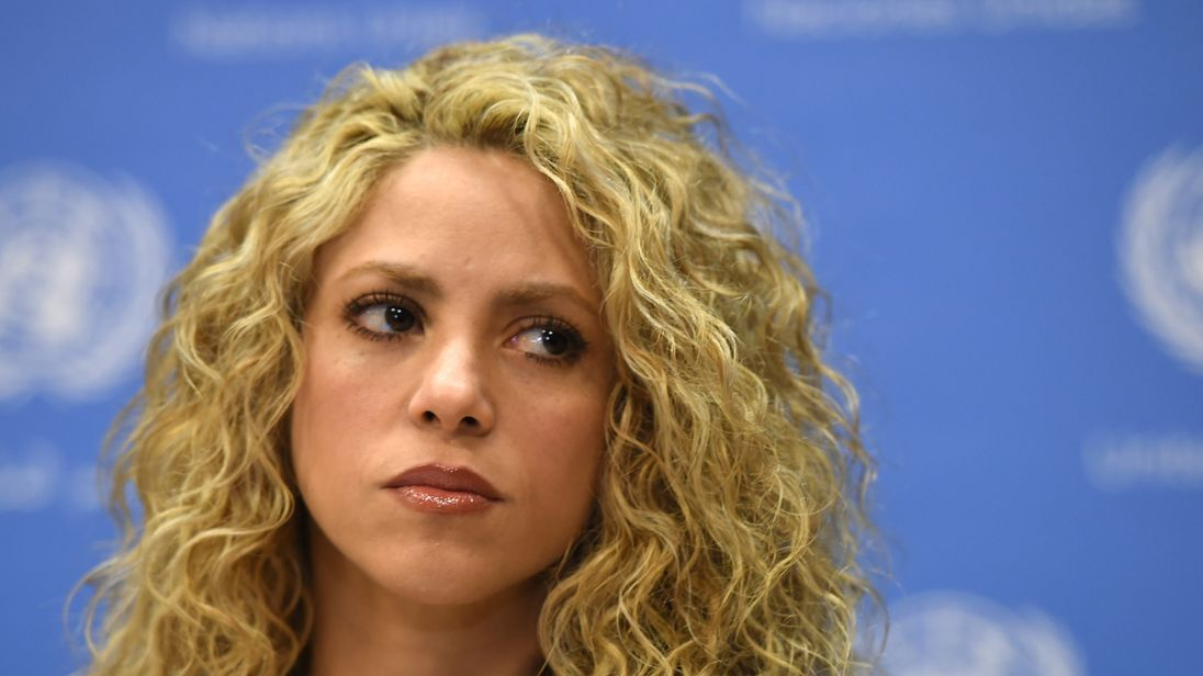 Shakira further postpones tour dates until summer 2018