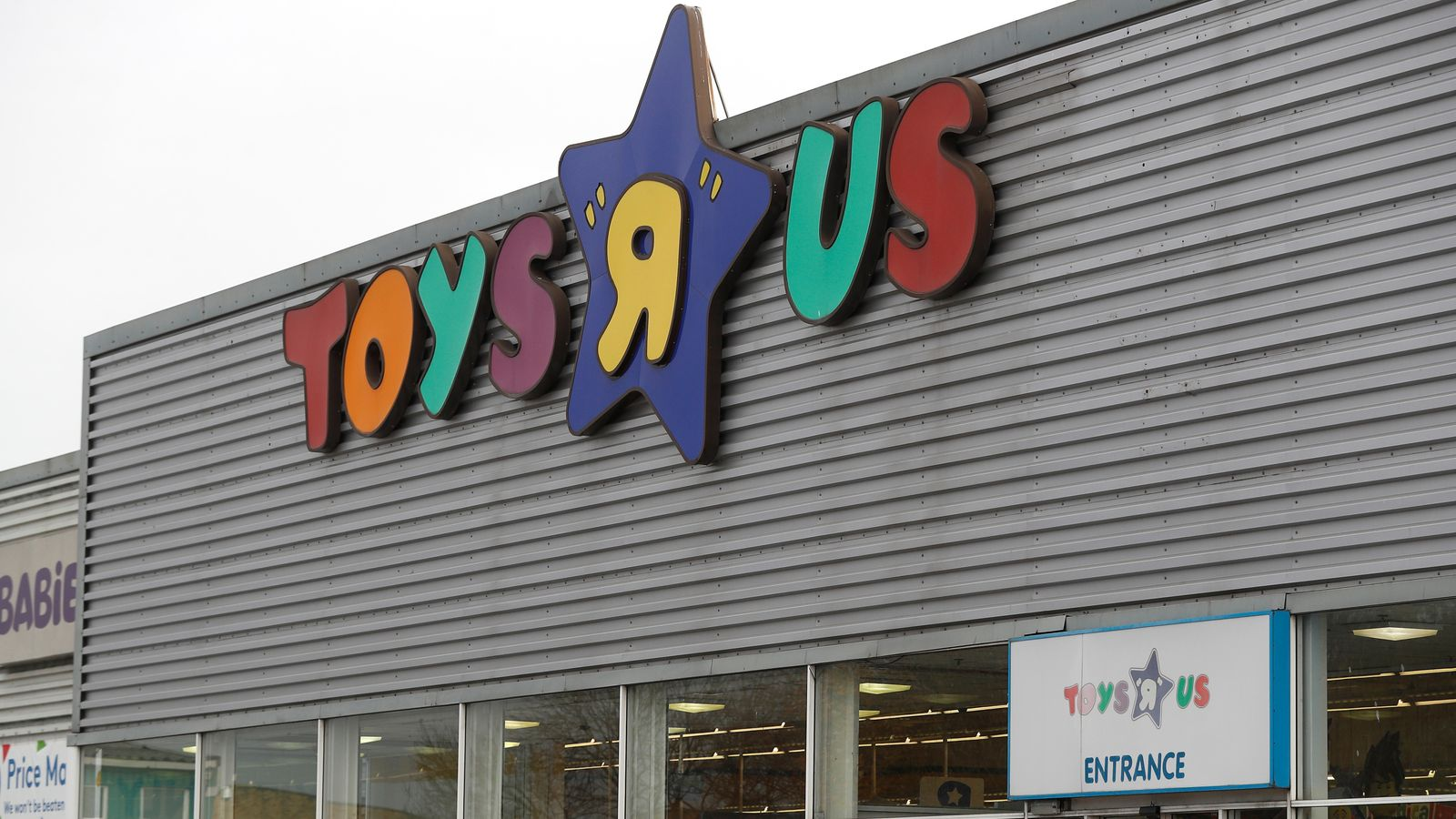 2 000 Jobs Go As Toys R Us Uk Finally Shuts Shop Business News