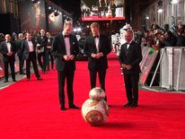 BB8 bows to Prince William and Prince Harry on the red carpet