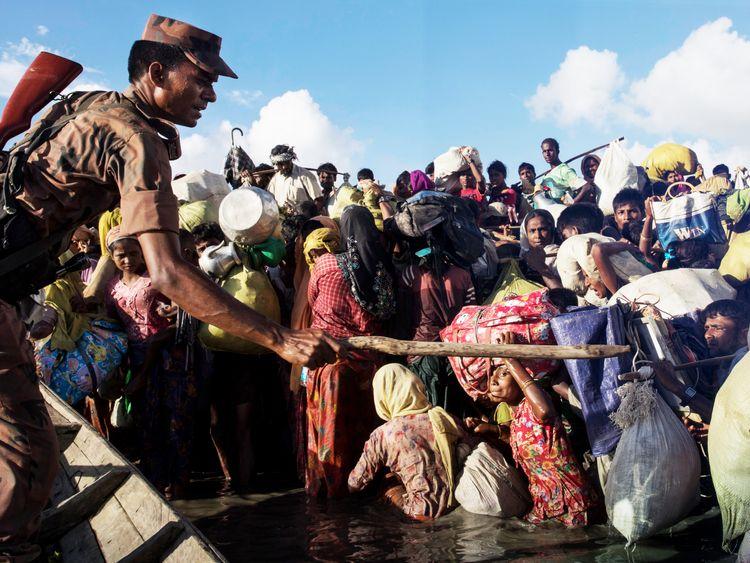 Thousands of Rohingya refugees flee Myanmar