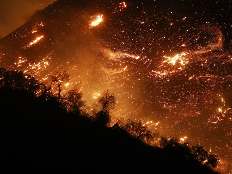 California 'Skirball' wildfire threatens LA Jewish educational center