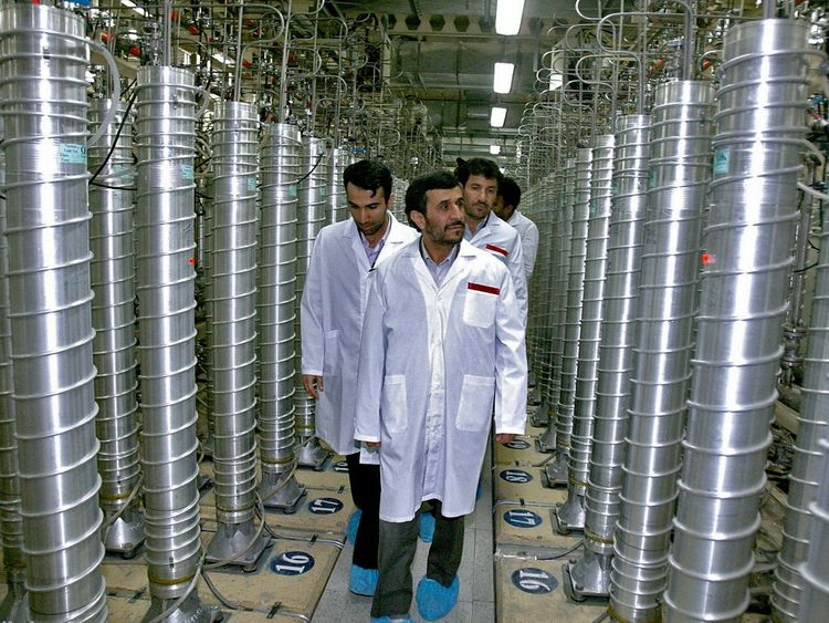 Iranian President Ahmadinejad tours the Natanz uranium enrichment facility