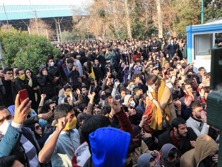 'Ten dead' in Iran anti-government protests