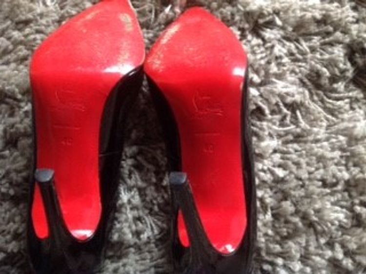 Lisa Howells put her Louboutin shoes on eBay to help support a homeless woman.