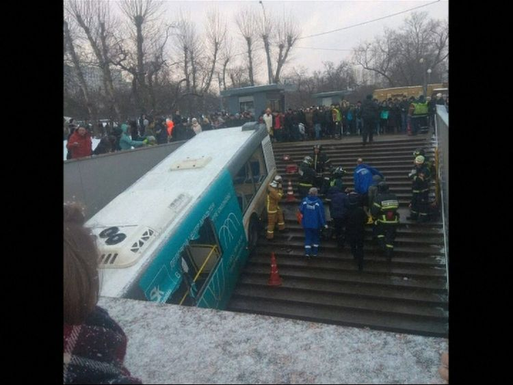 The bus in Moscow came to rest on the steps of the entrance to the metro.