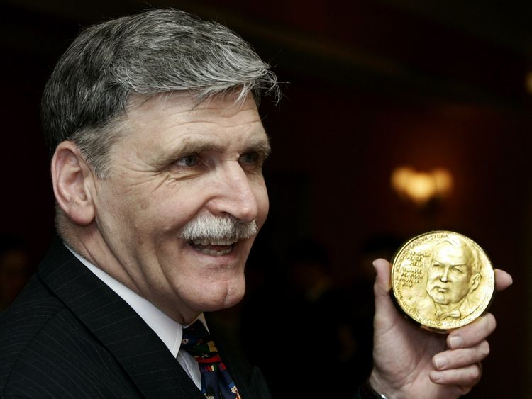 Dallaire is awarded the Canada Pearson Peace Medal