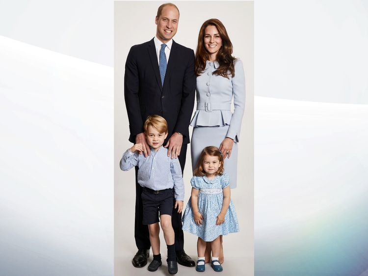 The Duke and Duchess of Cambridge reveal a new family picture for their 2017 Christmas card