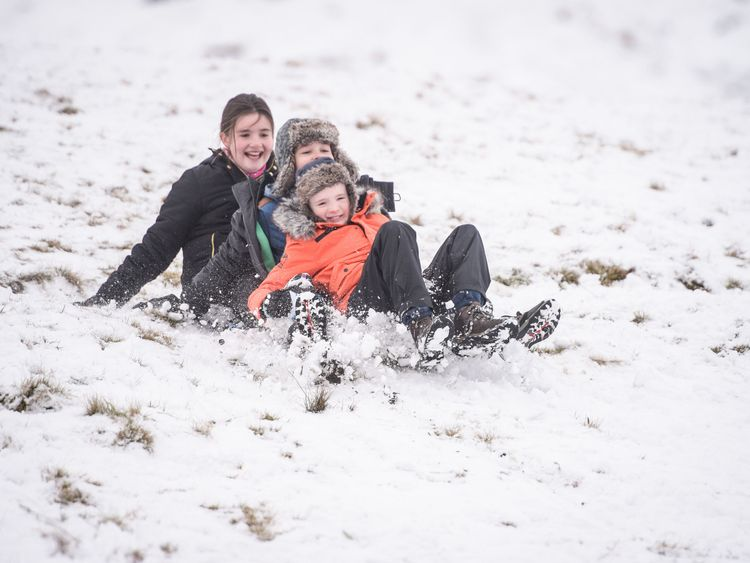 Snow spreads across United Kingdom, closing roads and grounding flights