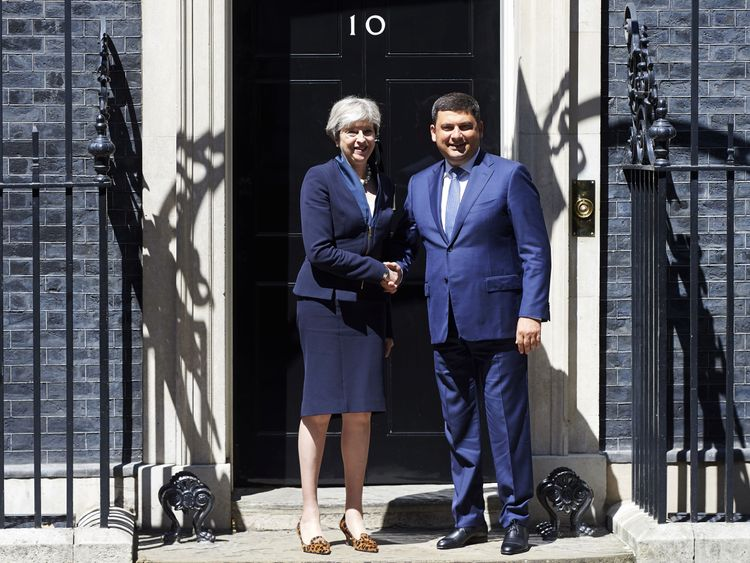 Theresa May greets Ukraine Prime Minister, Volodymyr Groysman, outside No 10