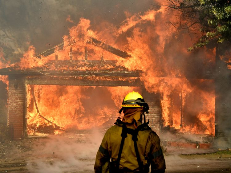 Wildfire forces thousands to flee homes north of Los Angeles