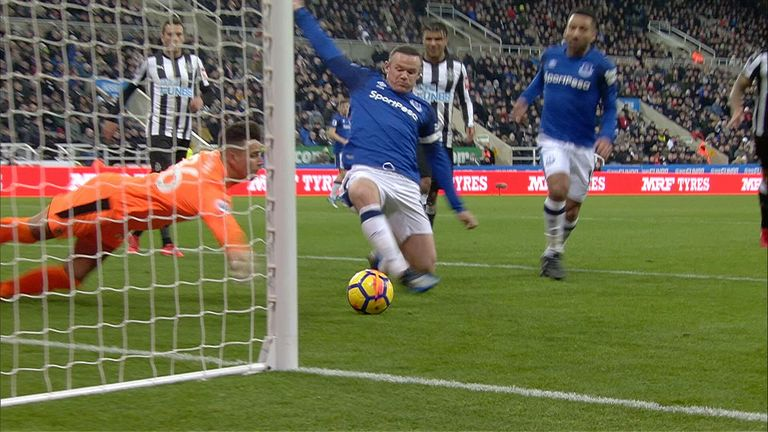 Rooney receives Goal of the month award