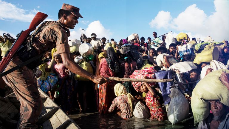 Thousands of Rohingya refugees flee Myanmar