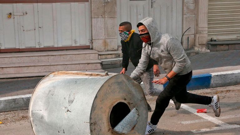 Palestinian protesters clash with Israeli forces in Hebron