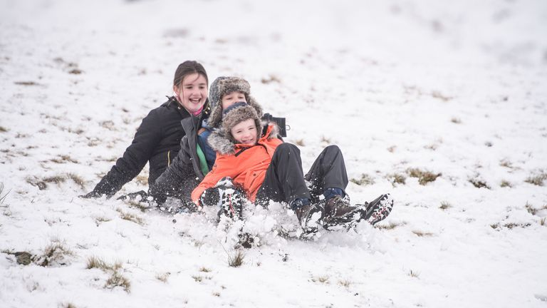 The snow in the Midlands and Wales is forecast to thin into lighter showers