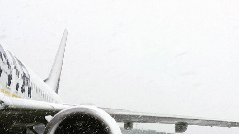 Wintry conditions at Stansted AIrport. Pic: @RobertsNiomi