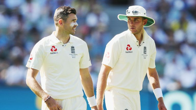 MELBOURNE, AUSTRALIA - DECEMBER 26:  Stuart Broad of England (L)  and James Anderson talk tactics during day one of the Fourth Test Match in the 2017/18 As