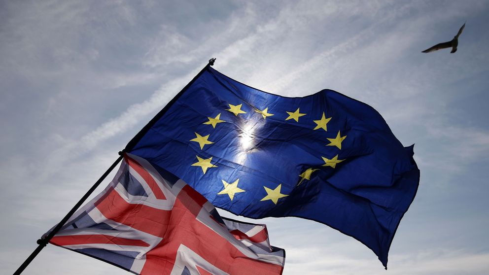 Horizontal; EUROPEAN UNION; POLITICAL CRISIS; ILLUSTRATION; EUROPEAN FLAG; NATIONAL FLAG; SUN; LIGHTING; Politics; Human Interest;