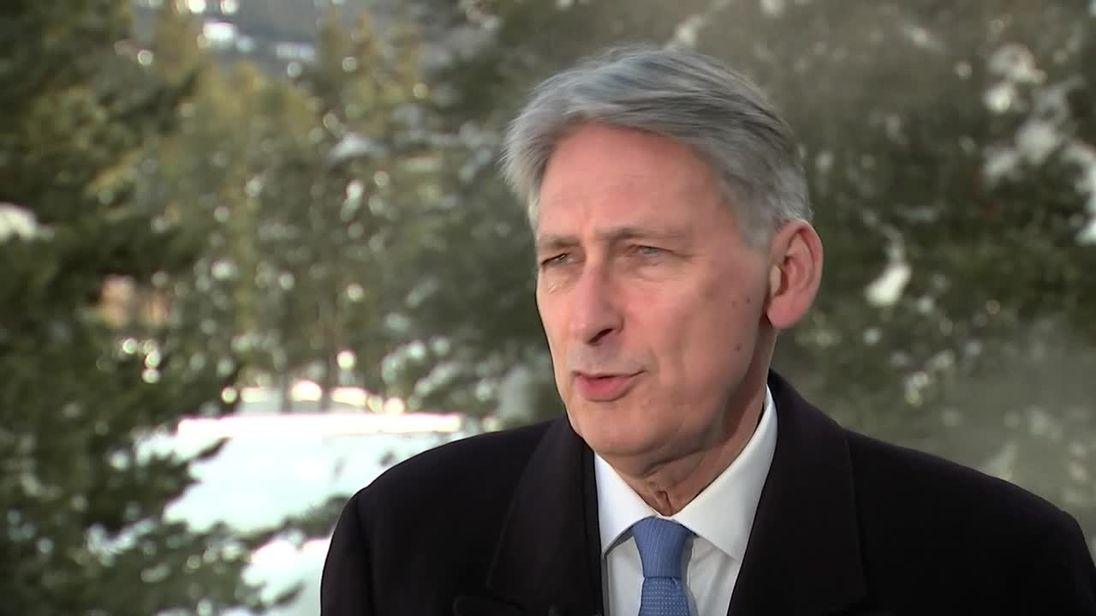 UK GDP beats forecast, economists remain cautious