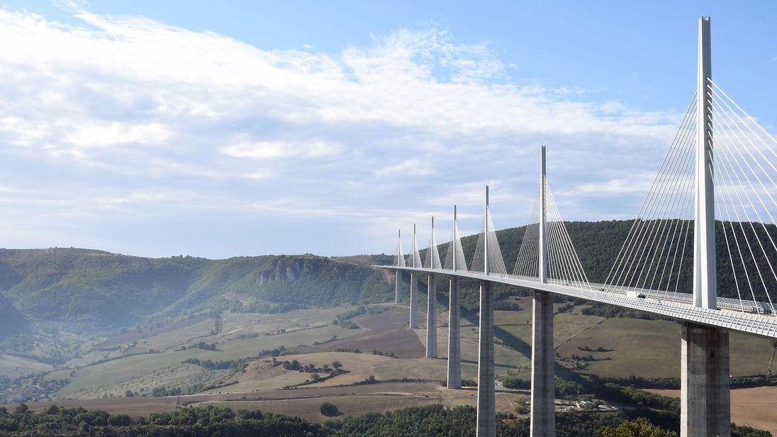 Britain should consider building bridge to France, says Boris Johnson