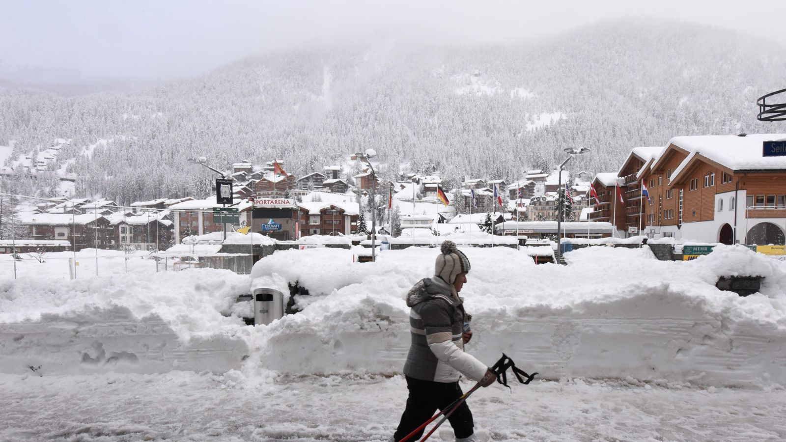 13 000 Holidaymakers Stranded By Alps Snow