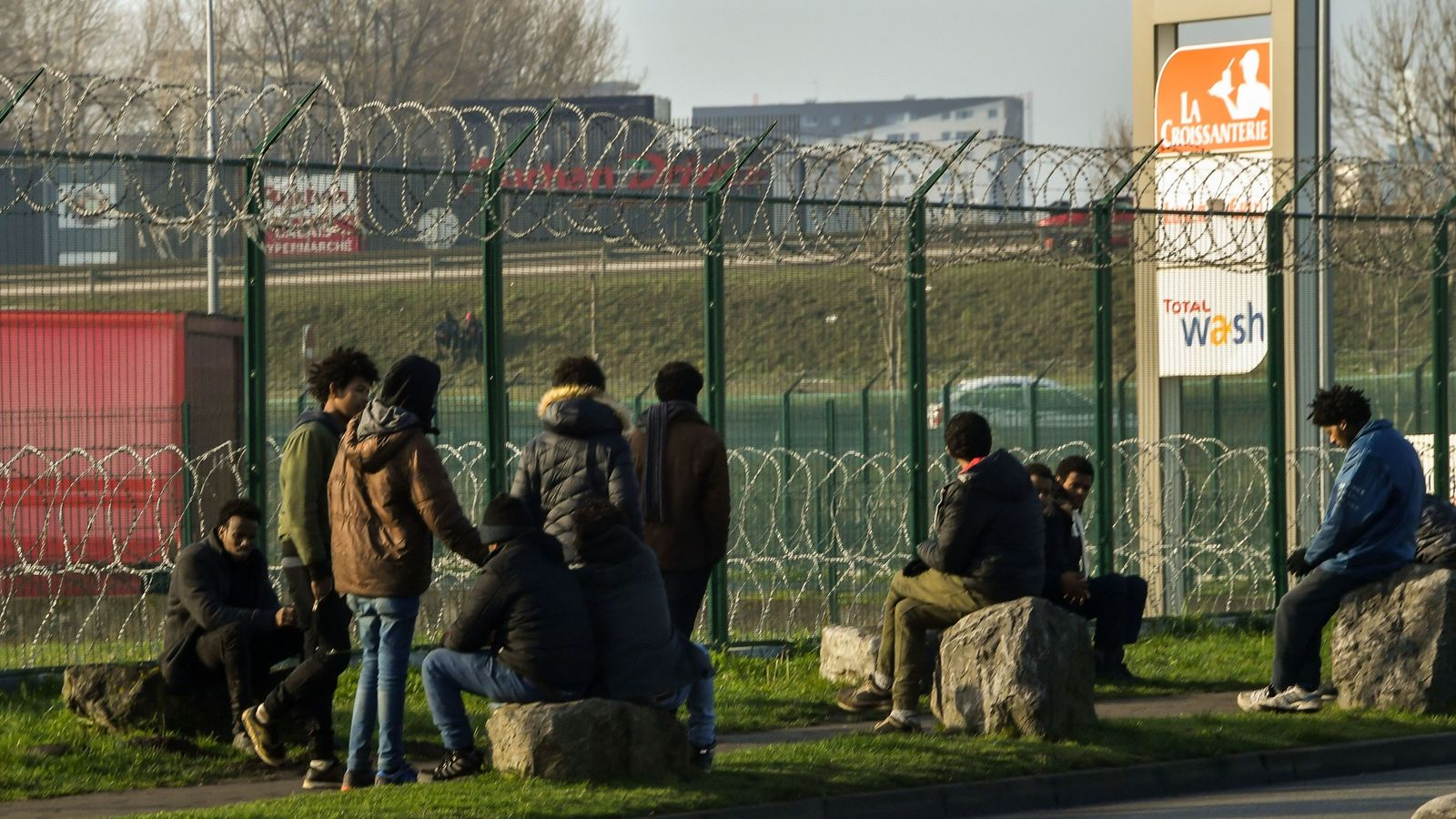 Government to increase Calais border spend during UK-France summit