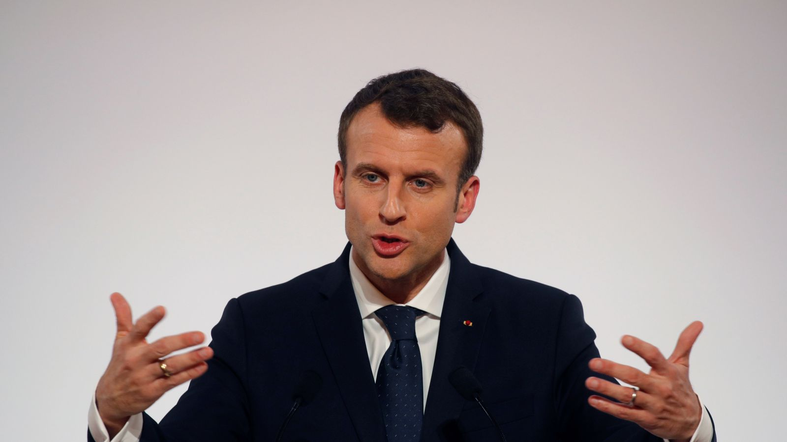 emmanuel macron urges france to 39 rise up 39 against anti semitic attacks. Black Bedroom Furniture Sets. Home Design Ideas