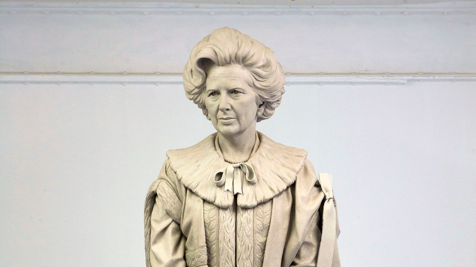 Margaret Thatcher statue: More than 1,000 vow to attend 'egg throwing contest' at unveiling amid backlash