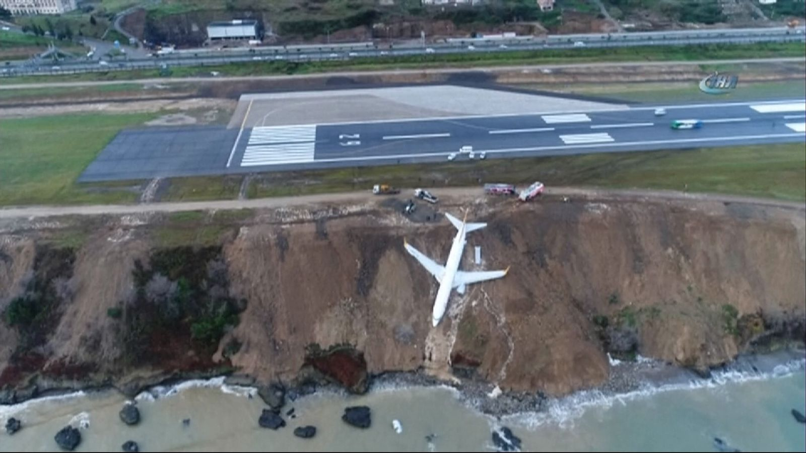 Plane skids off runway and gets stuck in mud on cliff edge in Turkey