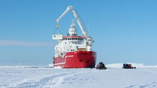 he EDEN ISS greenhouse is unloaded from the Agulhas II in the Antarctic. It is placed just 400 metres from the German Neumayer Station III