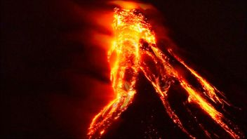 Amateur video has been released showing lava trails coming from the crater of the erupting Mayon volcano in the Philippines, where more than 12,000 people have been evacuated from the local area.
