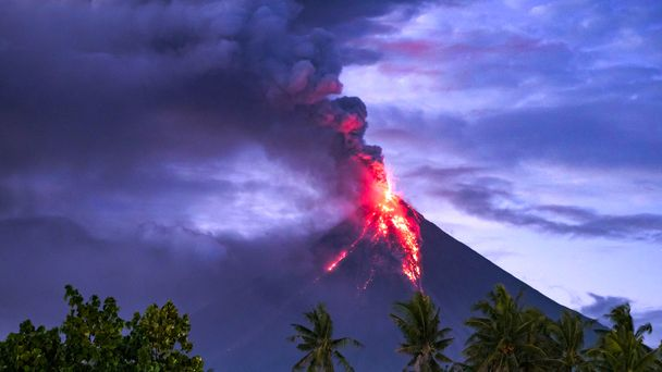 Philippines volcano: 'Evacuate or face death penalty'