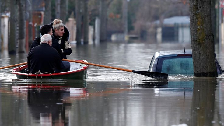 People have been forced to row through the streets of Villeneuve-Saint-George