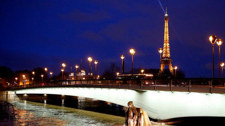 The water levels were rising at Pont d'Alma in front of the Eiffel Tower on Thursday night
